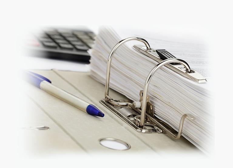 Długopis nasegregatorze zdokumentami